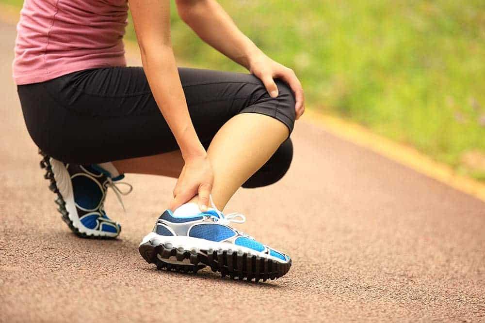 Cãibras nas pernas tem tratamento. É preciso saber a causa.<span class=