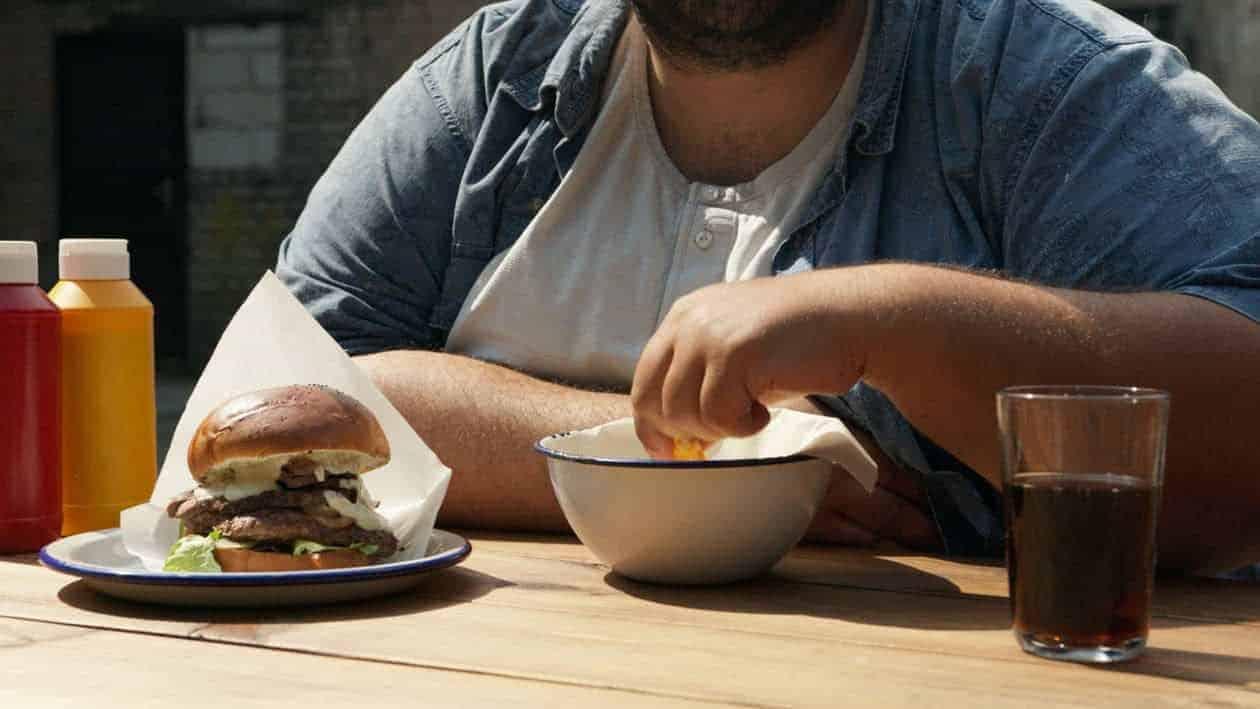 6 em cada 10 pessoas estão com excesso de peso: obesidade em foco<span class=